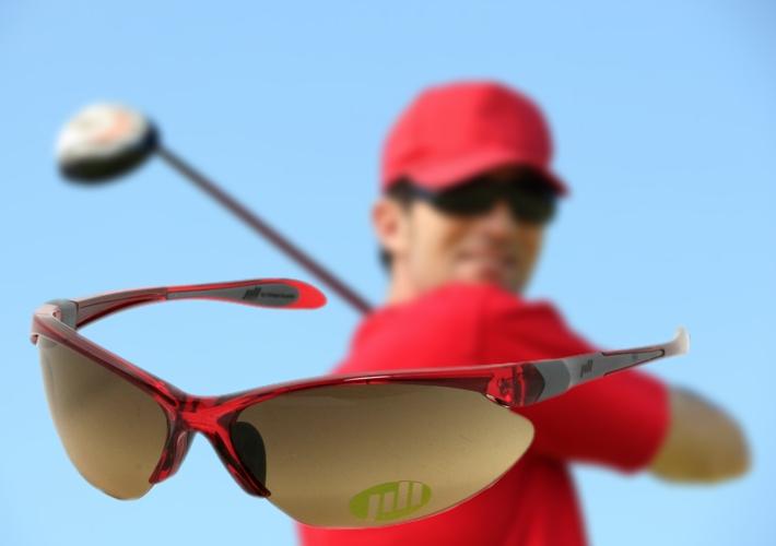 Jill golflaseihin voit vaihtaa sopivan väriset linssit sään mukaan