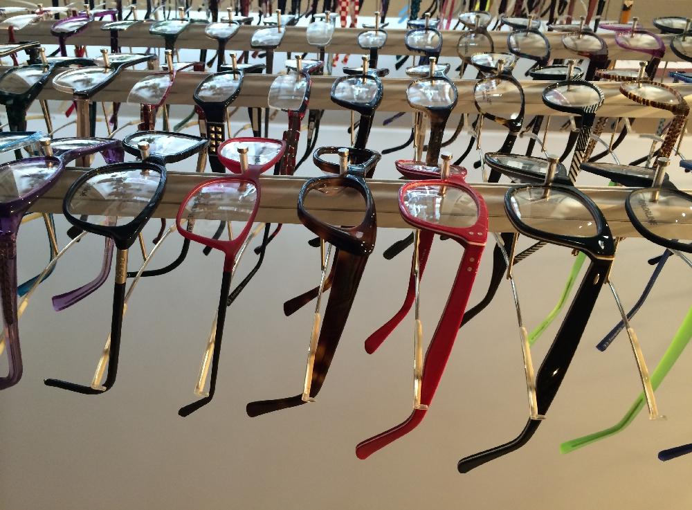 silmälasikehyksiä Kangasniemellä Puulan optiikassa