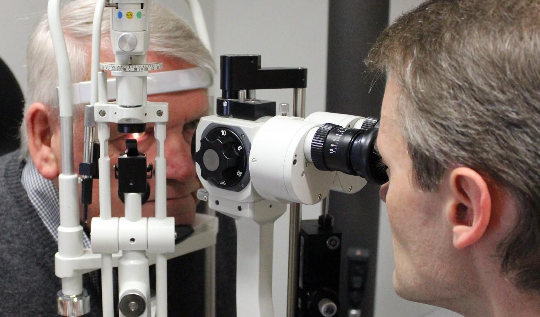 silmälääkärin vastaanotto